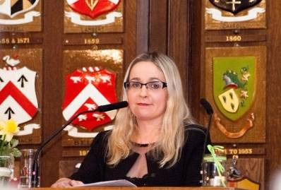 Latest Laois News: Local TD blasts NPHET and calls for full reopening of Indoor Dining